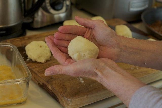 How to make Papas rellenas.