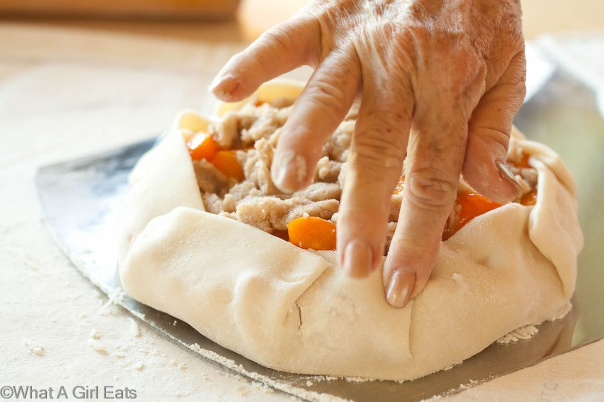 crimping the edges of the crostata