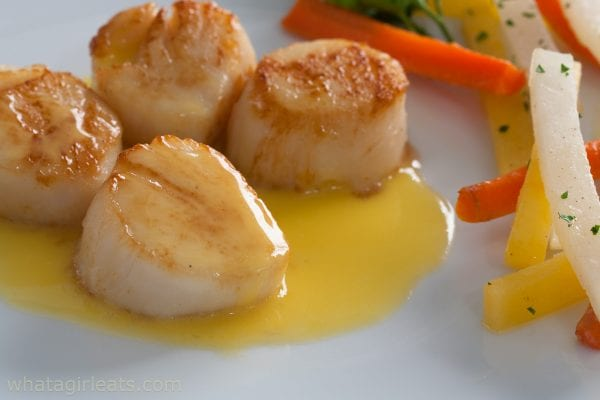 Beurre blanc with scallops